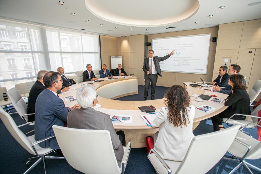 Signature contrat partenariat entre Schlumberger et le CEA